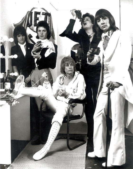 1974 Jet pic from album cover shoot after infusions of make-up and ill-advised clothing L-R Chris Townson, Martin Gordon, Andy Ellison, Davy O'List, Peter Oxendale