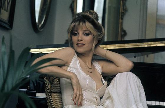 Lynsey De Paul3